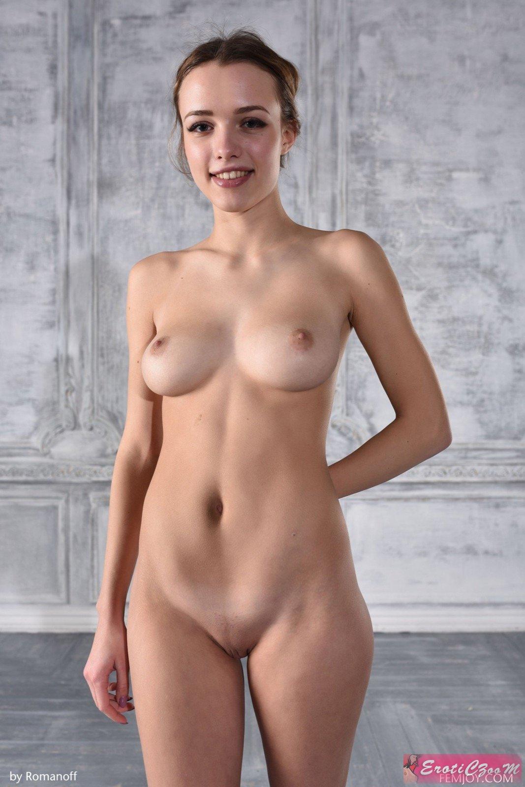 Голая девка